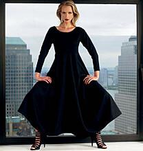 Vogue 1312 - Mouwloze jurk met wijdvallende rok en verhoogde taille.