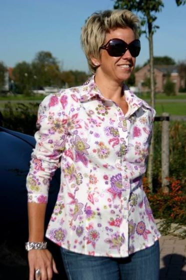 It's Afits 1027 getailleerde blouse
